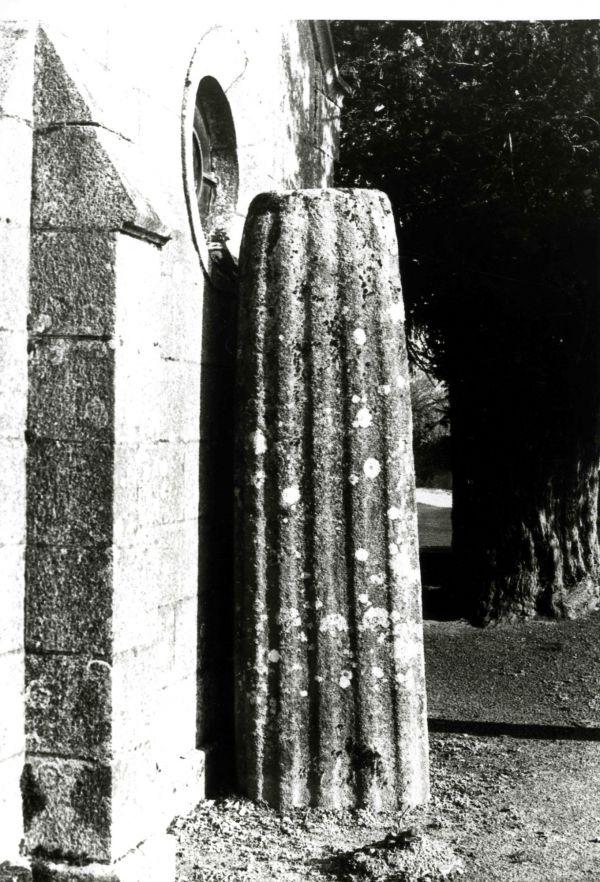 Stèle funéraire du Bourg. Cliché DRAC SRA