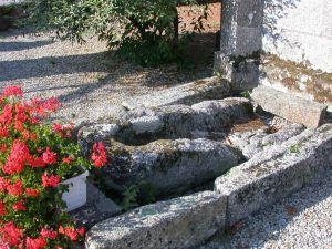 Sainte-Tréphine, sarcophage. Cliché A. Provost