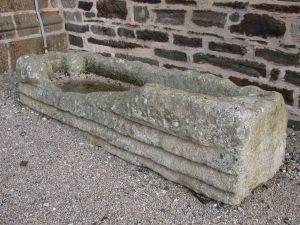 Landeleau, sarcophage. Cliché A. Provost