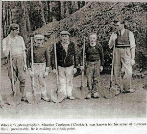 Fouilleurs grands et petits bretons 1938 oppidum du camps d'Artus Huelgoat