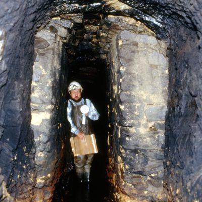 Aqueduc, Alain Provost dans le Tunnel de Kervoegel ans le cadre de sa prospection. Cliché H. Paitier