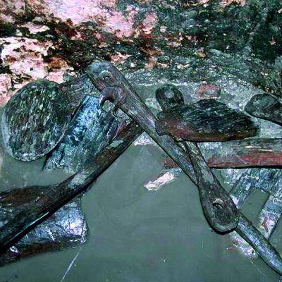 Pièce en bois de la machinerie du puits du Camp de Saint-Symphorien. Cliché Y. Menez